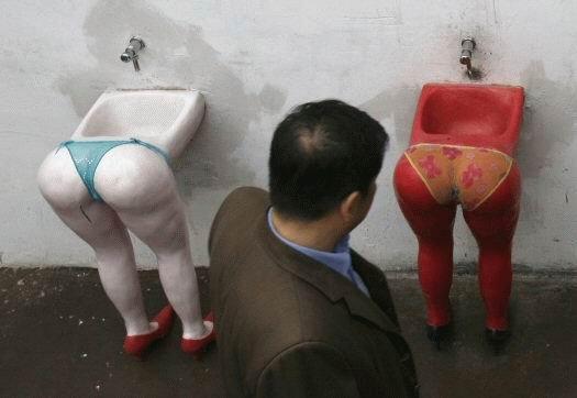 eroticheskoe-foto-v-tualete