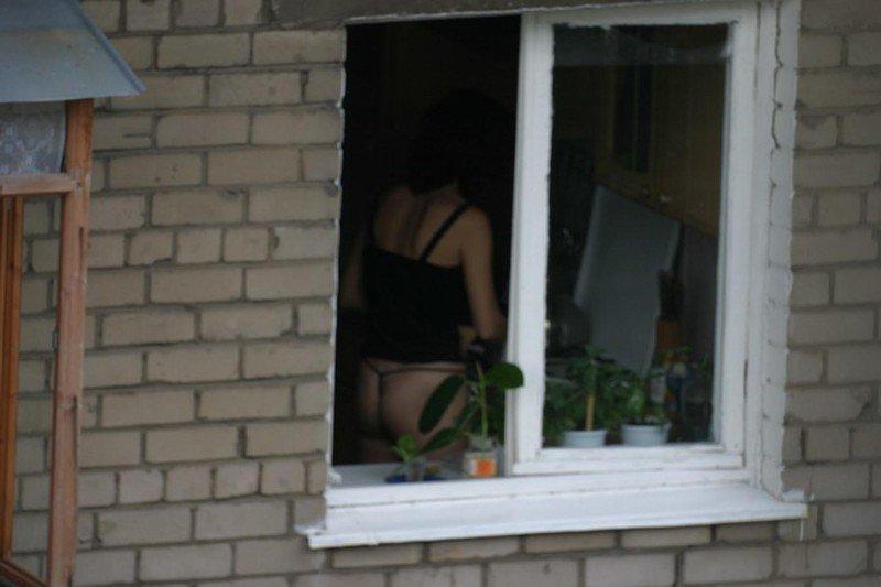 Фотографии голых через окна 19 фотография