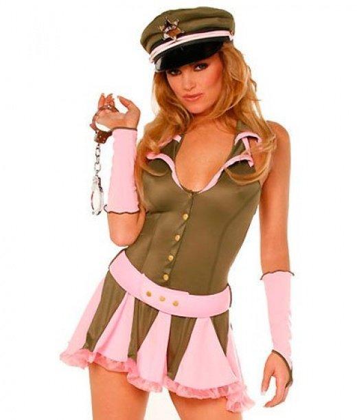 Парень трахнул девушку в военной форме блестящая