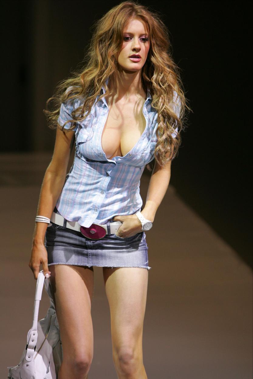 Порно видио девочки в мини юбках
