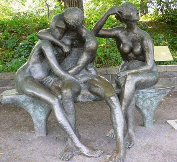 Статуи эротики