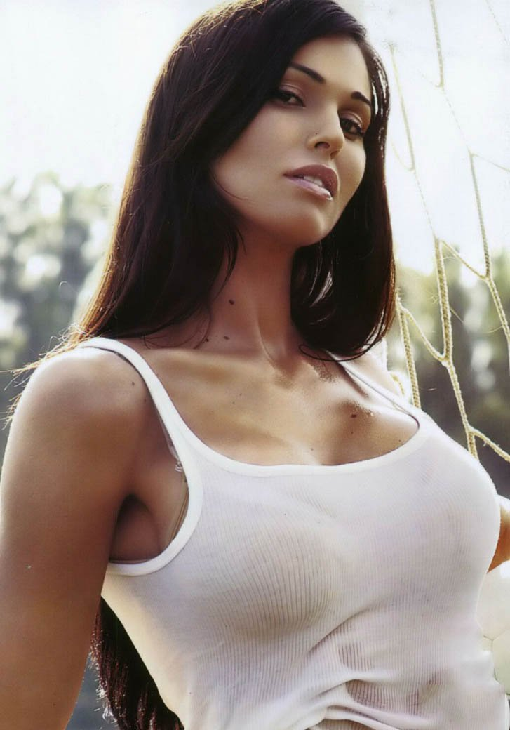 Эро фото девушки в прозрачных майках и футболках фото 134-409